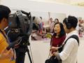 テレビ局の取材を受ける宗 祥子代表